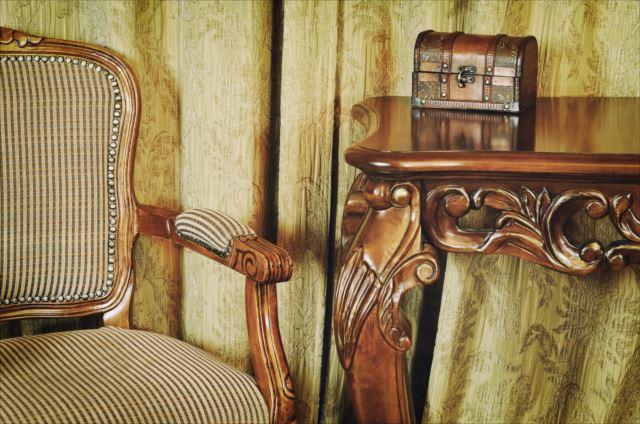 おうちに高級感を!アンティーク家具の魅力
