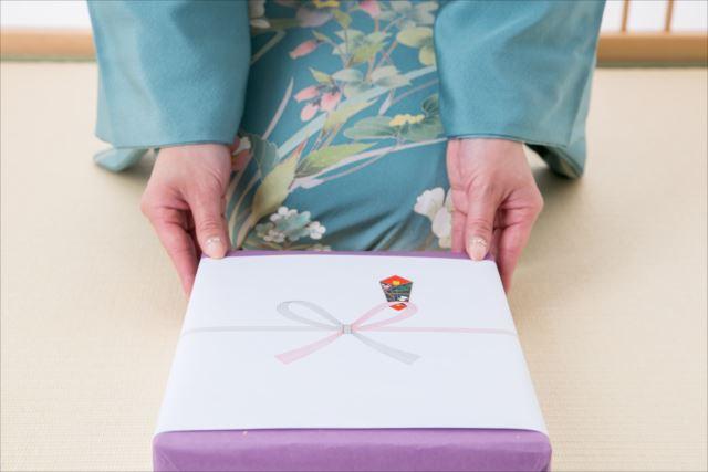 贈り物で迷ったときに便利なカタログギフト!メリットやデメリットを解説!